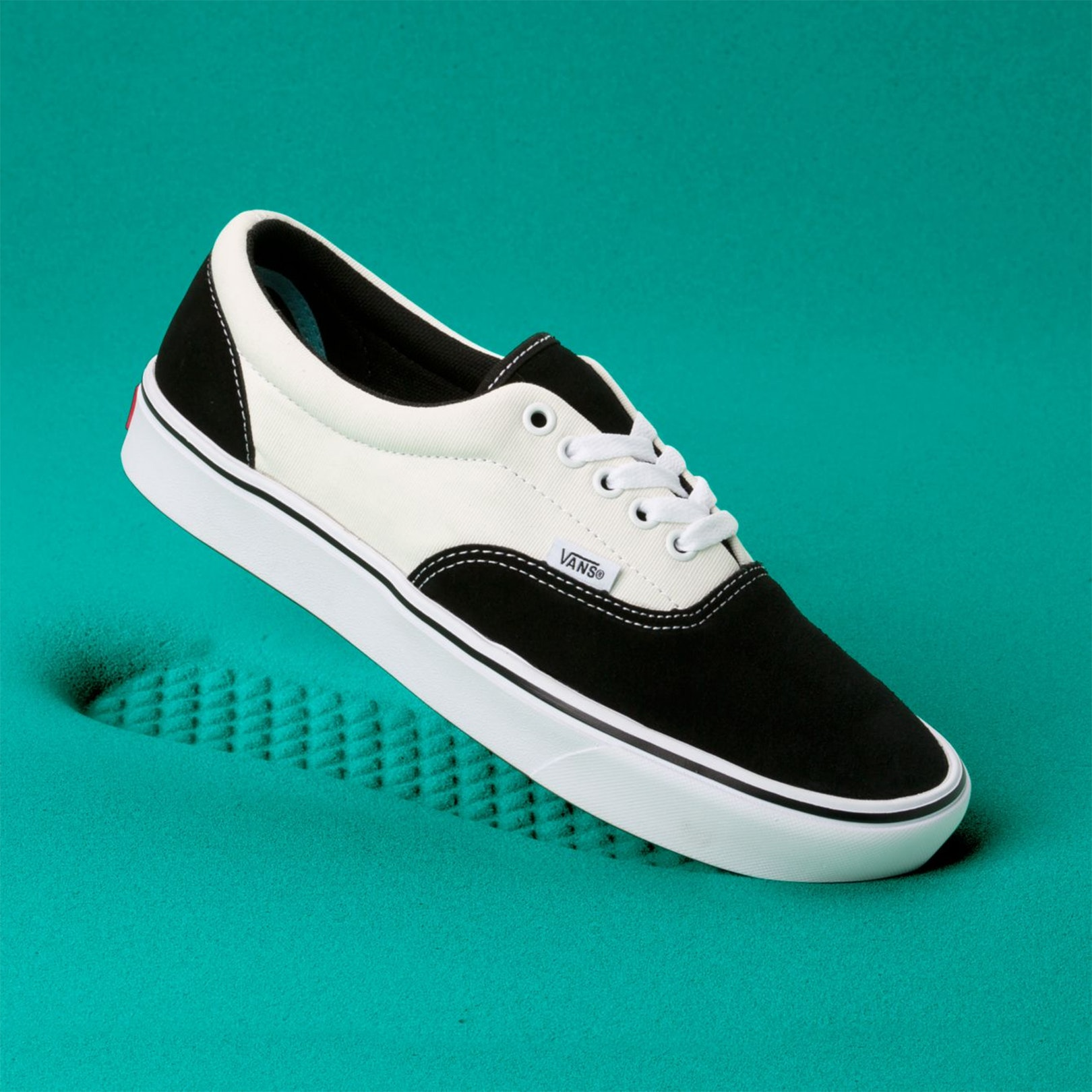 vans comfy cush black and white