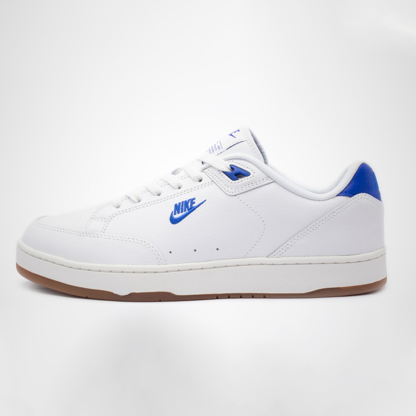 uk availability 9e0ec cff13 5 White Wimbledon-Approved Sneakers for Summer    ONE37pm